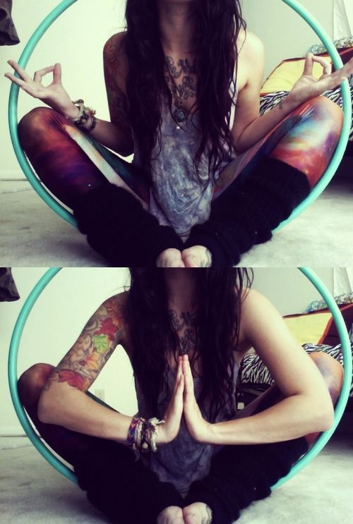 Circles are healing things. Galaxy leggings + leg warmers + hoop = hippie love.