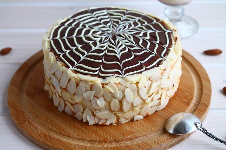 Эстерхази - нежный многослойный торт с фирменным декором-паутинкой! Готовится из ореховой муки и не содержит глютена. Пошаговый рецепт с фото - здесь!