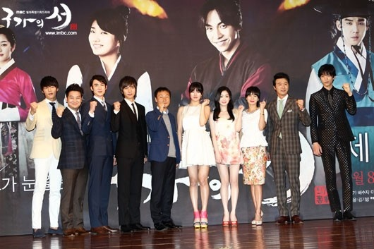 Choi Jin Hyuk , Jo Sung Ha, Yoo Yeon Seok, Lee Seung Gi, PD Shin Woo Chul, Suzy, Lee Yoo Bi, Jung Hye Young, Lee Sung Jae, Sung Joon at #GuFamilyBook Press Conference