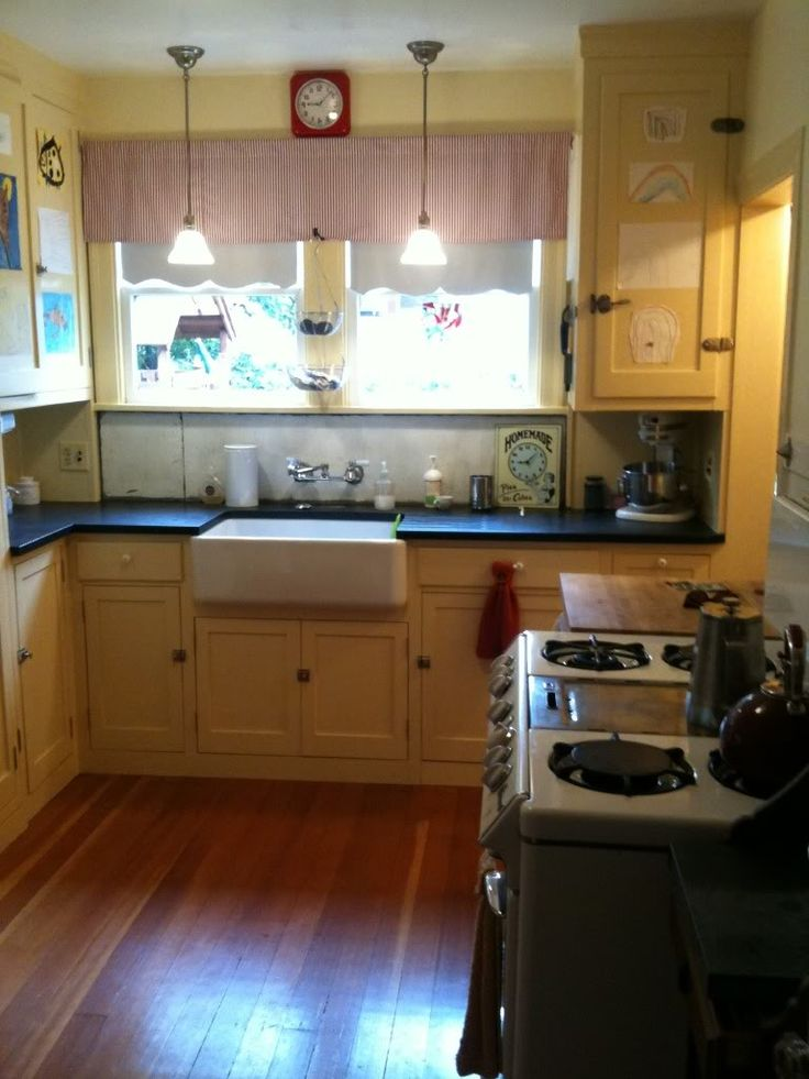 17 best images about vintage kitchen on pinterest for 1930 s kitchen cabinets