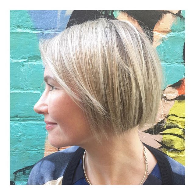 BOBS & BLONDES • the beautiful Helen, always a pleasure!! 🎨Colour • Senior Technician @david_toniandguyperth 💇🏼Cut • Style Director @rachel_toniandguyperth  @toniandguyau @toniandguyperth @labelmau @WellaProANZ @Wellawa @idhairau #MyToniAndGuy #ToniAndGuy #Hairspiration #ShortHair #Bob #Bangs #StraightHair #WavyHair #Sleek #Blowdry #Wellawa #KolestonPerfect #ColorTouch #Balayage #Ombre #ColourBomb #PerthHair #InstaHair #Hairdressing #Style #Fashion #FashionMeetsHair #WolfeLane