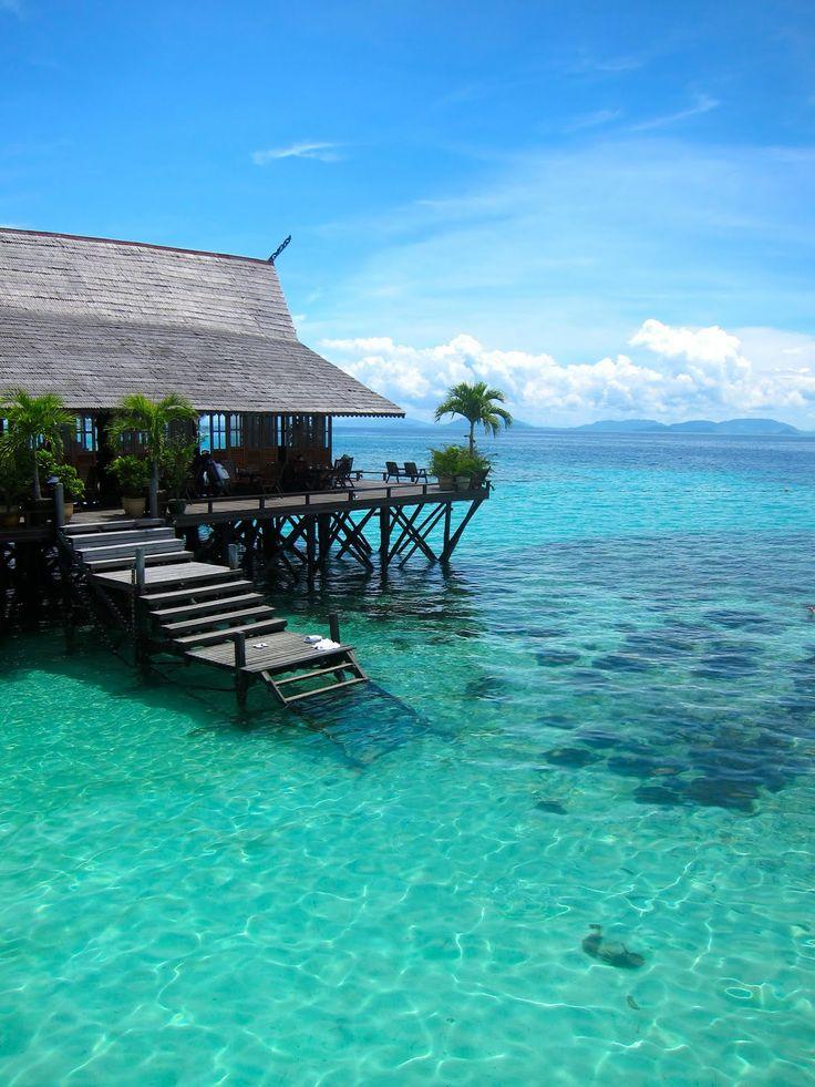 Sipadan Kapalai Dive Resort, Malaysia (Borneo) Beautiful plc. Low tide we can walk ard...far out to the sea