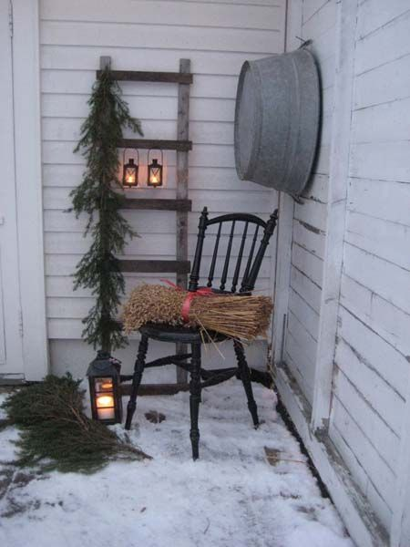 Husfruas Memoarer: winter porch display with an old ladder with hanging lanterns and greenery. Blog is not in english but she has