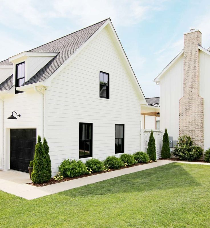 Five Simple Landscaping Tips Plank And Pillow Yard Landscaping Simple Farmhouse Landscaping Front House Landscaping