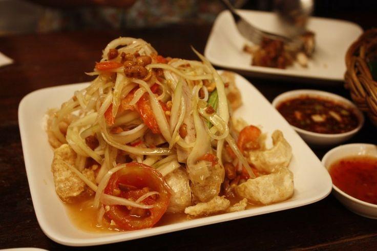 솜땀  태국 대표적인 샐러드 요리인데 파파야를 잘게 썰어 상큼하게 무쳐 정말 맛있음