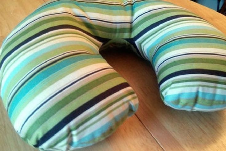 6 étapes faciles pour fabriquer votre propre oreiller de voyage confortable