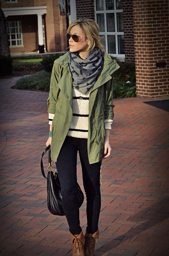 Fall Styles and everyday outfit.  Green jacket, stripes pullover, jeggings and scarf.   Per tutti i giorni: parka verde, maglione a righe bi...