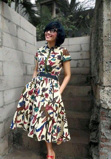 Nice dress batik. Aku suka motif batik ini.