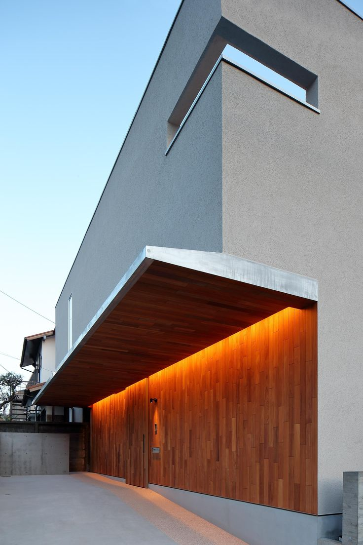 専門家:井東 力が手掛けた、ポーチ(三角の吹抜けのあるチークの家 ( 奥沢の家 ))の詳細ページ。新築戸建、リフォーム、リノベーションの事例多数、SUVACO(スバコ)