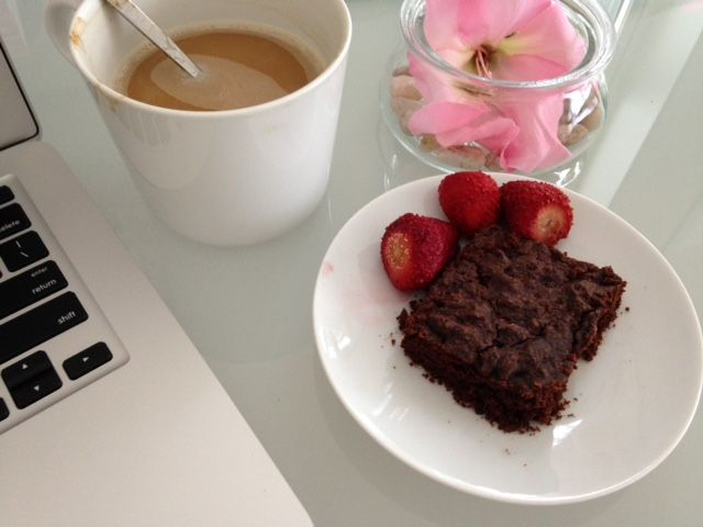 You know it's serious writing fun when the brownies come out;) 📖 Katy Leen: author hard at work;)