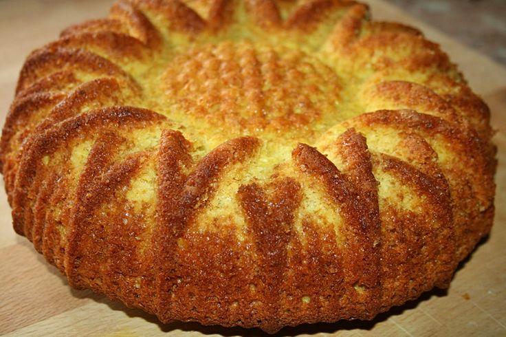 Bolo de Coco e Limão húmido por dentro, e o sabor de limão e coco é magnífico - http://www.sobremesasdeportugal.pt/bolo-de-coco-e-limao-humido-por-dentro-e-o-sabor-de-limao-e-coco-e-magnifico/