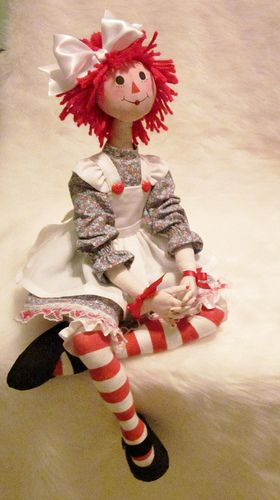 I absolutely love raggedy Ann, I've always said, I'll never be Barbie, but I can be raggedy Ann:)