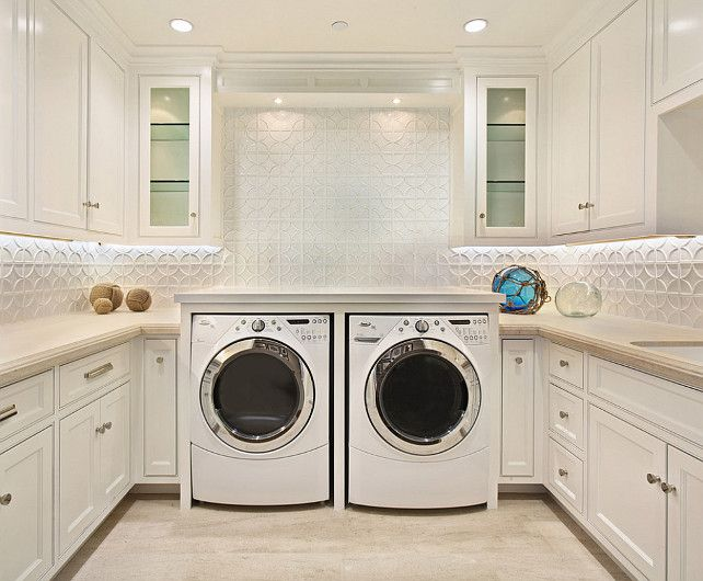 Laundry would almost be enjoyable in this room ♥