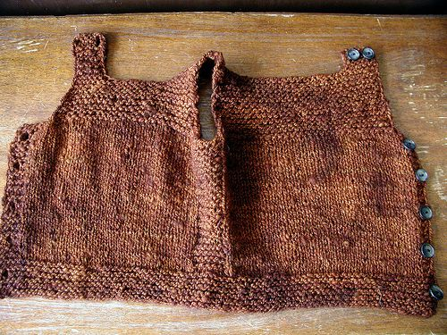 Henry's Pebble Vest, unbuttoned by QueenieVonSugarpants, via Flickr, free pattern