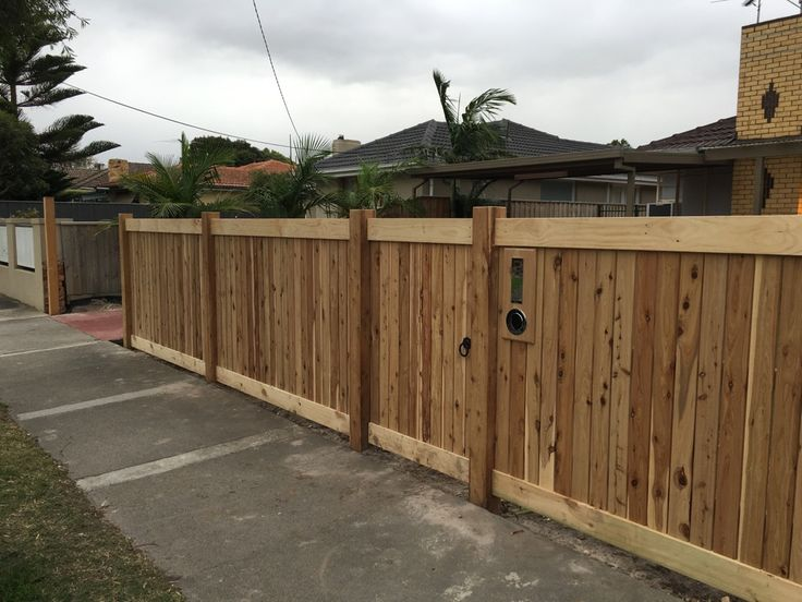Front picket fence, vertcal picket fencing, exposed posts, capping, single pedestrian gate, letterbox, front feature fence