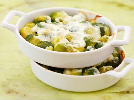 Брюссельская капуста с белым соусом с сыром
