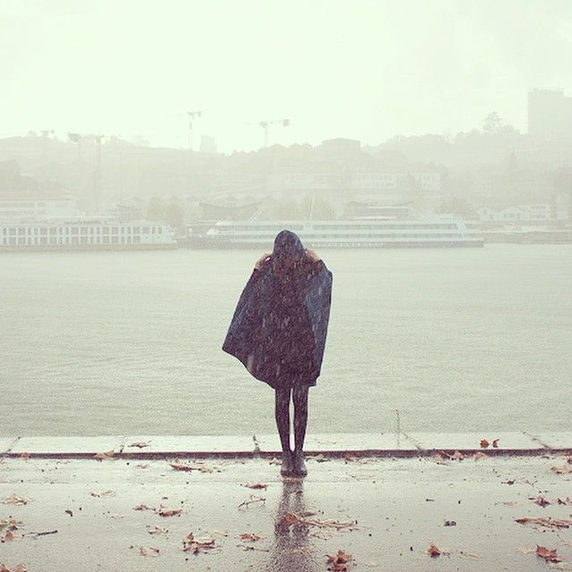 A capucha please! ☔️☁️❄️#acapucha #capucha #raining #rain #winter #cape #wool…
