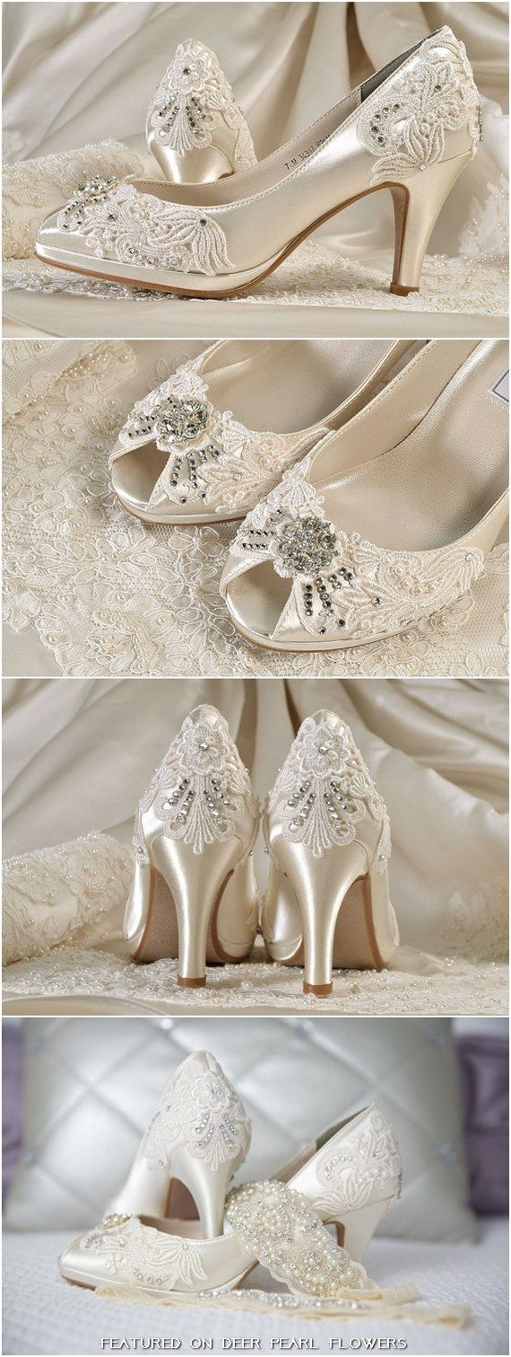 Vintage Lace Wedding Shoes / http://www.deerpearlflowers.com/vintage-lace-wedding-shoes/2/