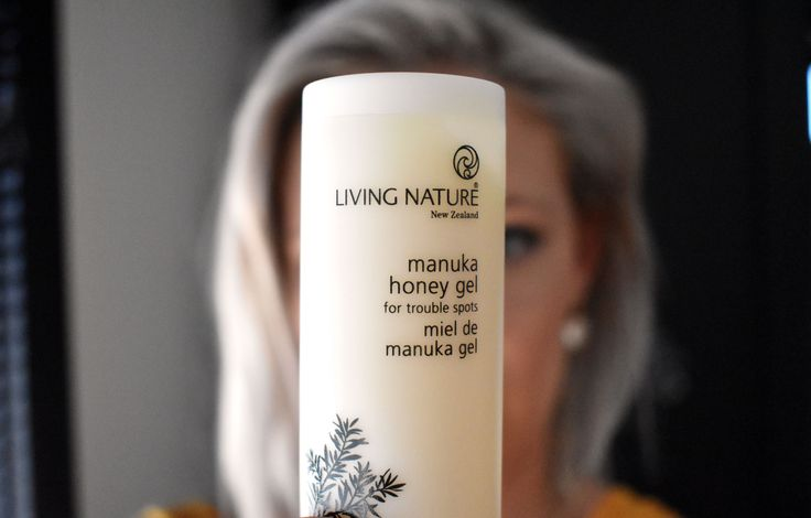 Naturally heal your skin with Living Nature's Manuka Honey Gel. The ideal spot treatment and perfect for cold sores, itchy bites and scratches, your all in one first aid gel for the family.