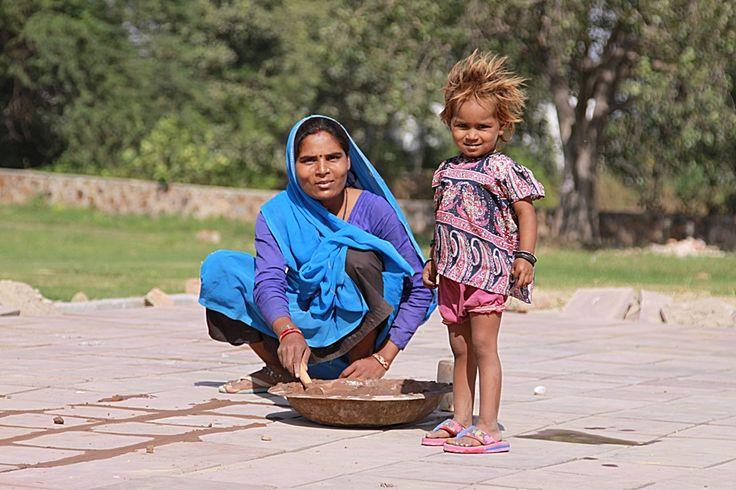 Mamma che lavora con bambina, Delhi Foto di Samuele Fracasso