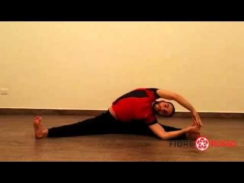 Esercizio della divaricata - Allungamento - YouTube