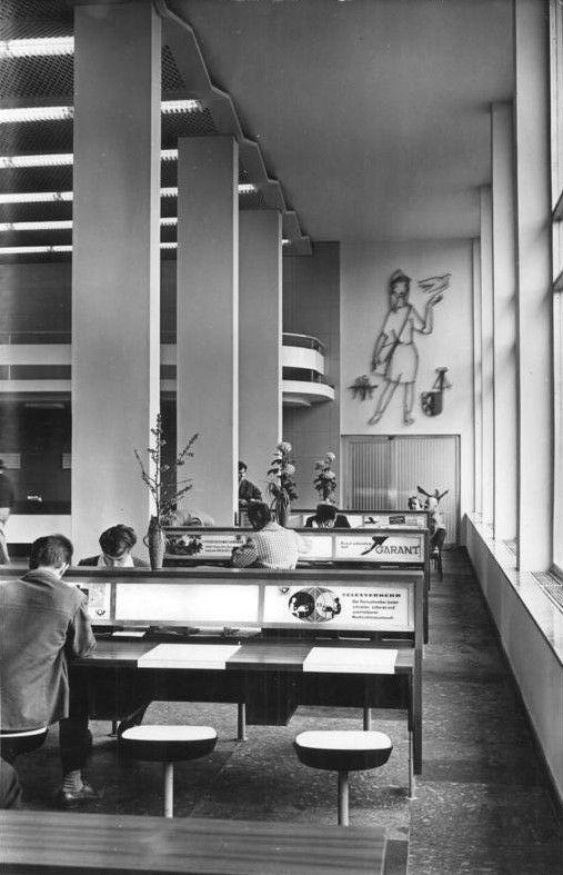 Leipzig Hauptpost, Briefschalterhalle September 1964
