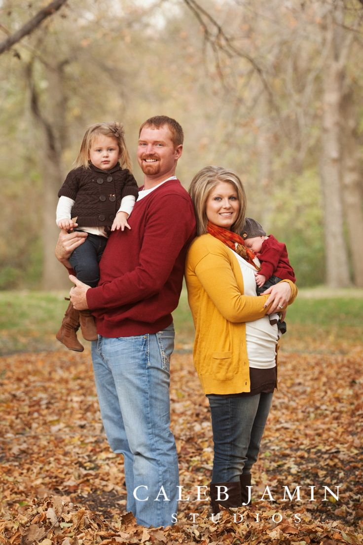 Outdoor family portrait clothing ideas Fall family photo clothing ideas