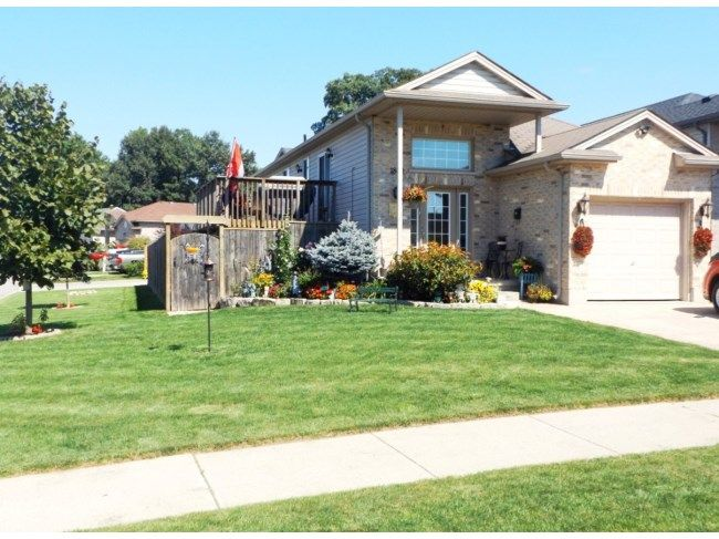 1860 MARCONI BL - Raised ranch 2+2 bedroom with 2 full baths, on a large corner lot with an above ground pool. This home features ceramic tile in the foyer and bathrooms, modern light grey laminate on the main level, hardwood on the lower level, with modern lighting and pot lights throughout. Main level features open concept living room, dining room and kitchen, walk out to raised deck, 2 bedrooms and a 4 piece bath. Lower level features tons of natural light with large windows above grade…