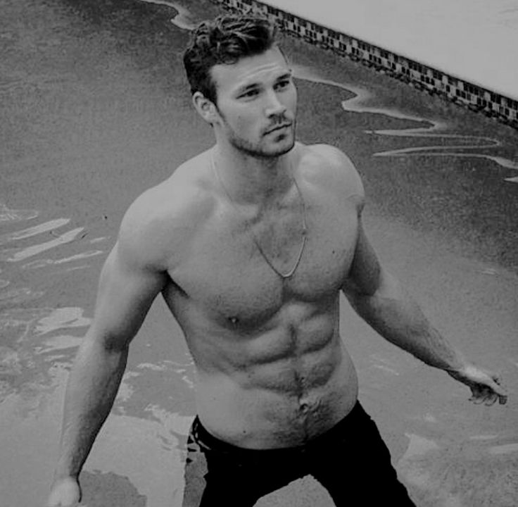 "starksren: ""​derektheler: One thing that I always used to see actors do, is take pictures in the pool with their jeans on. Bucket list ✔️ """