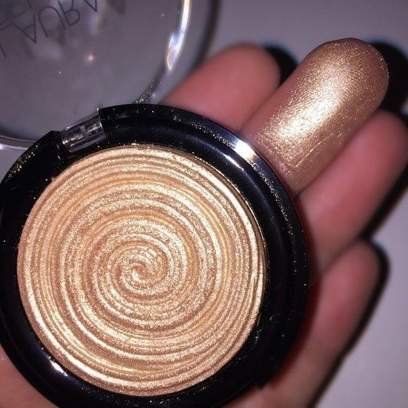 Laura Geller Gilded Honey Highlighter The best selling highlighter on the market. Sold out everywhere! Super duper affordable for a high end brand product. A dead on dupe to the MAC LE highlighter. Laura Geller Makeup Luminizer