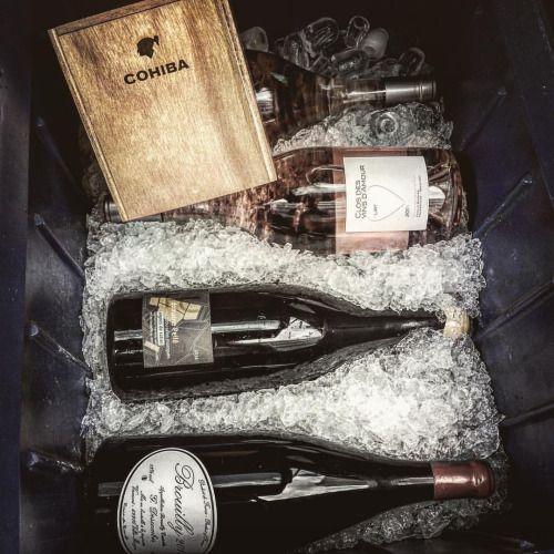 Glacière de mangums. #glacière #voyage #gueuleton #magnum #sancerre #brouilly #cotesduroussillon #degustation #vin #vinrouge #vinblanc #royan #agen #igersagen #bonvivant #gueuletondumarché #wine #winebar #redwine #whitewine #picoftheday