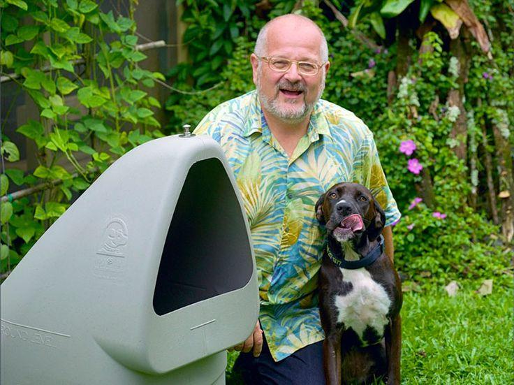 Американец Тони Миллер придумал новый формат собачьих будок с естественным климат-контролем. Идею создания подземной конуры, которая воплотилась в собственный бизнес, ему подсказал пес Зик, который однажды начал рыть землю во дворе, чтобы спрятаться от жары.