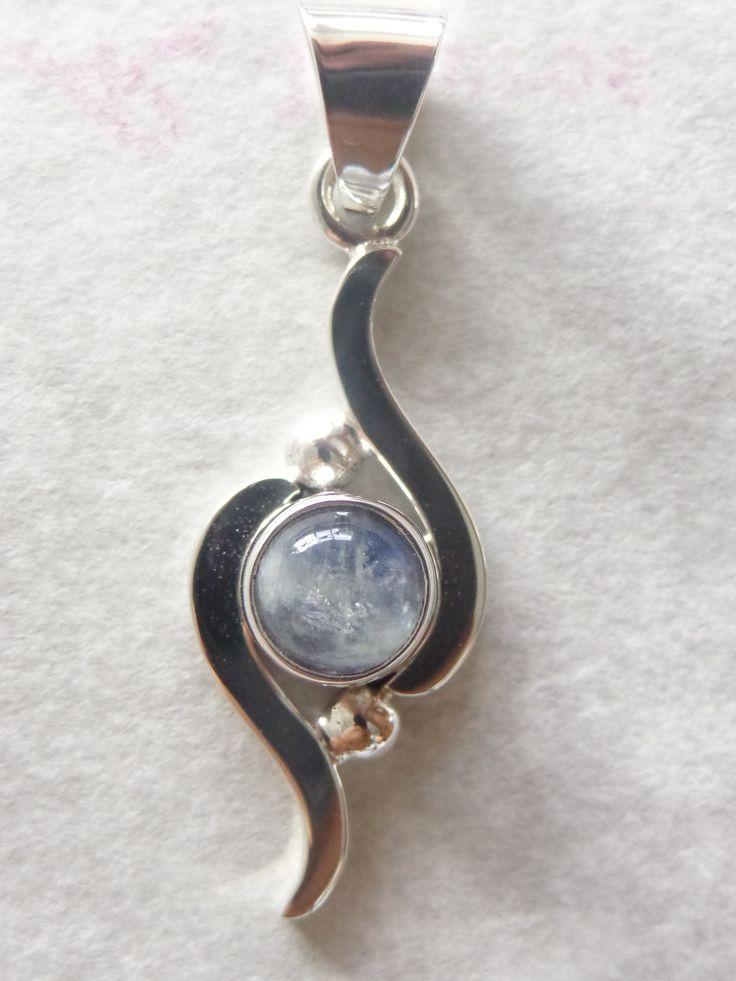 Dije de plata con piedra luna