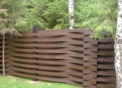 Разновидности  ограждений - деревянные заборы
