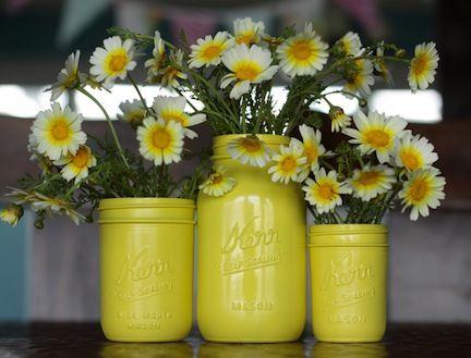 spray painting is fun: Canning Jars, Masons Jars Centerpieces, Masons Jars Vases, Daisies, Sprays Paintings, Paintings Masons Jars, Mason Jars, Masonjar, Paintings Jars