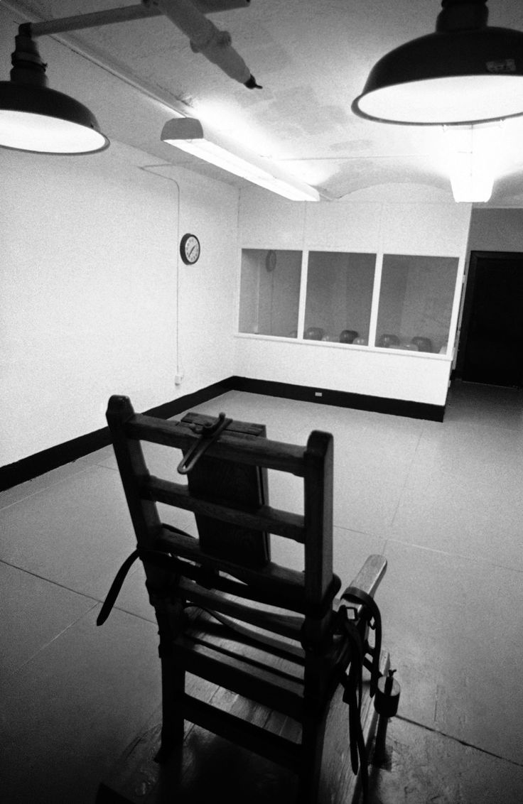 As state of Virginia faces drug shortage, Clinton ally Governor Terry McAuliffe has until midnight to decide whether electric chair should again be compulsory method of execution.