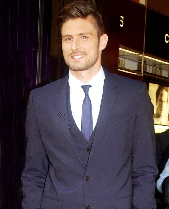 Olivier Giroud Forward, France Plays for English club Arsenal Height: 6'4'' Age: 27 Fun fact: A style icon in his country, sometimes called 'the French Beckham.'