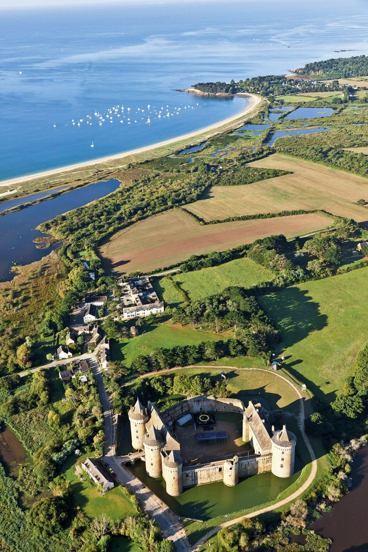 Golfo de Morbihan El castillo de Suscinio es una de las fortalezas mejor conservadas de la zona. Morbihan significa «pequeño mar» en bretón.