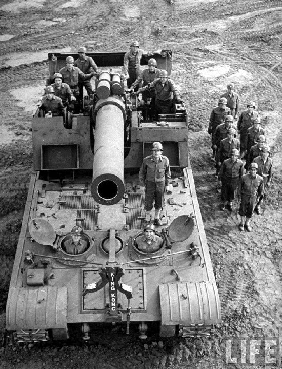 US 240 mm Howitzer Motor Carriage T92. Developed late in the war, but never saw service. It was a big gun on a Pershing chassis. Distinguish this from the much later T92 light tank, which had a somewhat similar profile but was much smaller.
