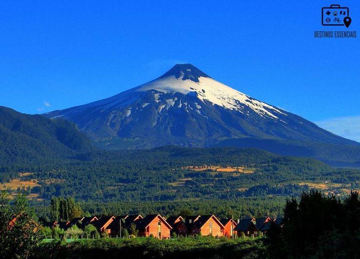 O vulcão Villarrica em Pucón, no Chile. Um daqueles destinos essenciais para qualquer apaixonado pelo inverno. #DestinosEssenciais