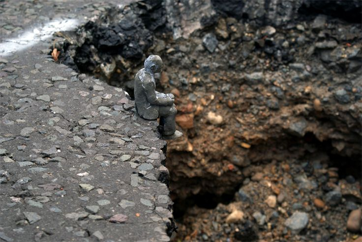 Isaac Cordal , cement eclipse