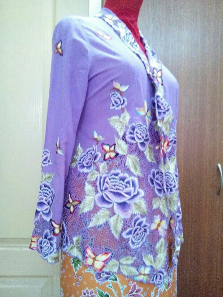 Another vintage Peranakan kebaya in Lavender. .