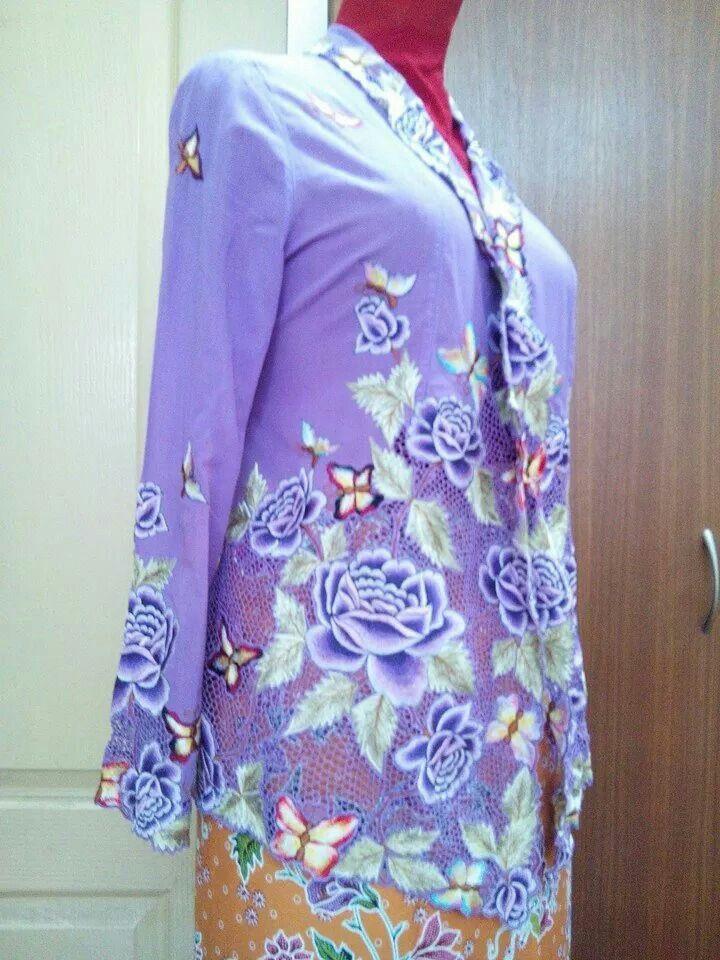 Another vintage Peranakan kebaya in Lavender. .