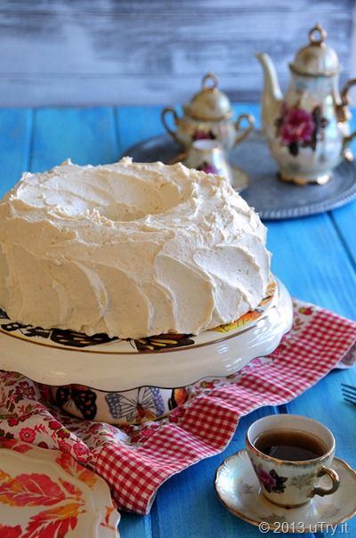 Vanilla Dream Cake recipe and a @Singing Dog Vanilla giveaway @utry.it