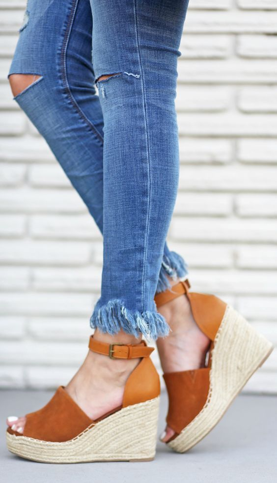 2a0ecb8a629 The most beloved style of summertime sandal is finally back in our wardrobe  rotation and you need a new pair stat! Indulge in this list of the hottest  ...