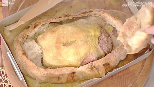 La ricetta di Gabriel Bonci del pollo farcito in crosta oggi 10 marzo 2017 a La prova del cuoco
