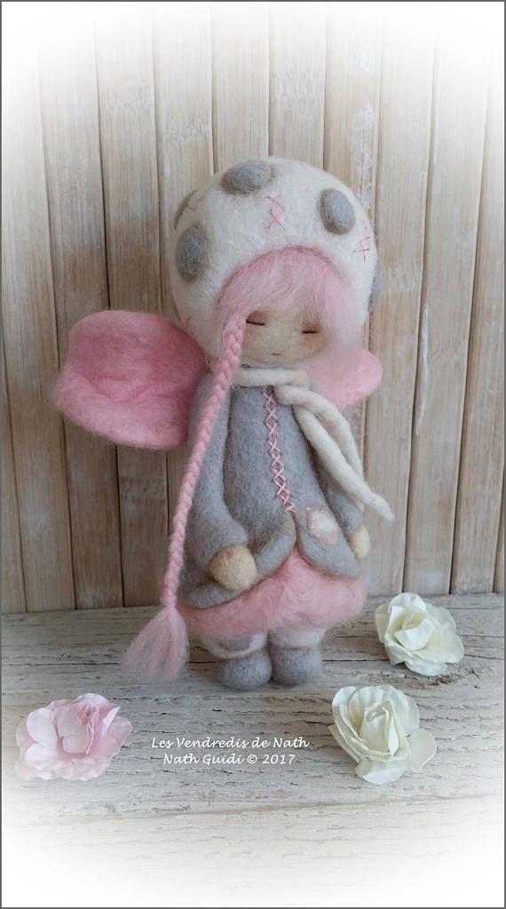 Art doll / figurine / ooak / petite fée en laine feutrée rose