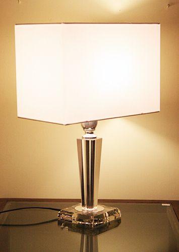 Lampada di cristallo base quadra. http://www.pisanogenova.it/catalogo/103-lampada-di-cristallo-base-quadra
