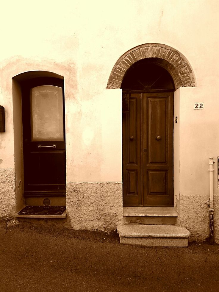 The reason for two front doors……when a person died, it was thought to be disrespectful to take the deceased out the same door they had always used........That was what I was told!! By my uncle in Italy