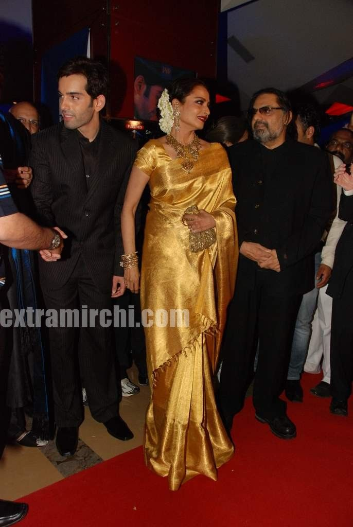 Bollywood-Queen-Rekha-in-silk-saree-pics-4.jpg (686×1024)